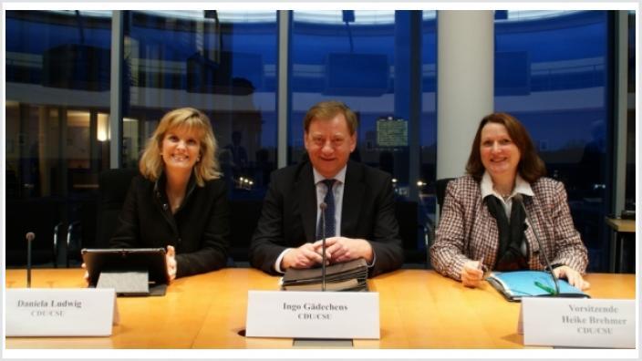 Ingo Gädechens, MdB mit der Vorsitzenden des Tourismusausschusses Heike Brehmer, MdB (rechts) und der tourismuspolitischen Sprecherin der CDU/CSU-Bundestagsfraktion Daniela Ludwig, MdB (links)